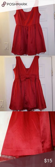 Red formal cocktail dress You'll be the perfect gift in this simple and elegant red dress with cute bow in the back. Large but can easily fit XL. Dresses Mini