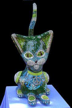 Mosaic Art & Craft Supplies available online www.mosaictiles.com.au  #mosaiccats #mosaiccraft #mosaicart  Julie Lucus Mosaic Cat Sculpture