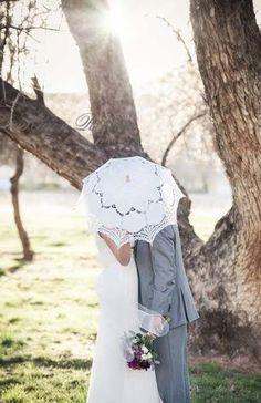 ♥ ♥ ♥ ♥ ♥ ♥ Sonderangebot  Dieser handgemachte Battenburg Spitze Vintage Regenschirm ist elegant und klassisch.  Es wird Ihnen ein Lace-Schatten Ihrer