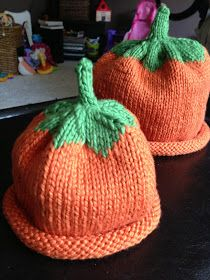 My hairdresser is due to have her second child on Halloween and I thought it was only fitting to make her kiddos some pumpkin hats! Knitting Patterns Boys, Baby Hat Knitting Pattern, Baby Hat Patterns, Christmas Knitting Patterns, Baby Hats Knitting, Beanie Pattern, Crochet Baby Hats, Knitting For Kids, Knit Or Crochet