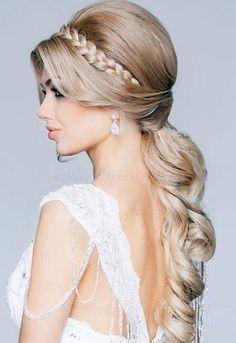 félig feltűzött esküvői frizura