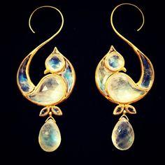"munnugempalace!!! #rainbowmoonstone ""love bird"" #earrings with precious #gold…"