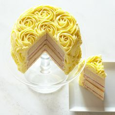 Everything's coming up roses with this beautiful cake.