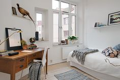 Biurko w sypialni - Sypialnia - Aranżacja i wystrój wnętrz - Dom z pomysłem