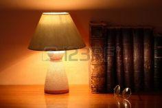 Lampe sur livres anciens