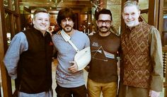 aamir khan meets shah rukh khan post his shoulder surgery, aamir khan, shah rukh khan, shah rukh aamir khan, shah rukh khan aamir khan selfie, shah rukh khan injured, aamir khan visits shah rukh khan, shah rukh aamir khan picture, netflix, shah rukh khan netflix, shah rukh khan shoulder surgery,