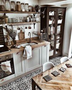 45 Best Vintage Kitchen Design Ideas to Impress Your Guests - KüchenDekoration Boho Kitchen, Rustic Kitchen, New Kitchen, Vintage Kitchen, Kitchen Dining, Kitchen Decor, Kitchen Ideas, Kitchen Cabinets, Kitchen Yellow