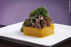 Cassis (almoço) Carne de sol desfiada com purê de abóbora e crisp de couve