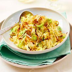 Stamppot andijvie met kaas en gebakken ui Vegetarian Recipes, Cooking Recipes, Healthy Recipes, Good Food, Yummy Food, Pasta, Everyday Food, Winter Food, Vegan