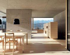 Sichtbeton und helles Holz