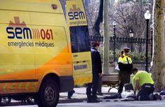 FOTO VEHÍCULOS DE EMERGENCIA  Ambulancia del SEM de Cataluña en una atención.