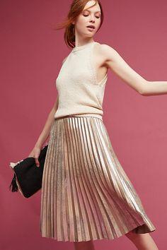 Pleated Metallic Skirt for autumn mood Rose Gold Skirt, Metallic Pleated Skirt, Fall Skirts, Cute Skirts, Jumpsuit Dress, All About Fashion, Skirt Fashion, Fashion Beauty, Style Fashion