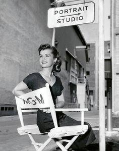 Debbie Reynolds 1932-2016 Old Hollywood Stars, Old Hollywood Glamour, Golden Age Of Hollywood, Vintage Hollywood, Classic Hollywood, Debbie Reynolds Carrie Fisher, The Unsinkable Molly Brown, Divas, Por Tras Das Cameras