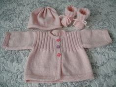 More sets for these dear little ones - Knitting, crochet, comforters by Memie Cathy Girls Knitted Dress, Girls Sweater Dress, Sweater Set, Knit Dress, Crochet Hats For Boys, Crochet Baby, Knit Crochet, Toddler Dress Patterns, Toddler Girl Dresses