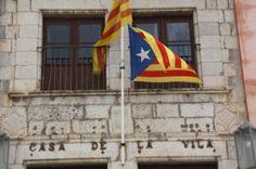 Torroella de Montgrí es nega a treure l'estelada després de la trucada del director dels Mossos - VilaWeb, 22.05.2015