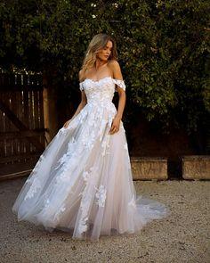 Cute Wedding Dress, Best Wedding Dresses, Designer Wedding Dresses, Bridal Dresses, Wedding Gowns, Wedding Bride, Dresses Dresses, Boho Wedding, Woodland Wedding