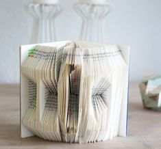 Bücher falten – dramaqueenatwork Wraps, Container, Paper, Sony, Pigs, Wrapping, Decor, Recycled Books, Creative
