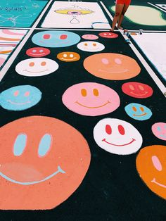 Parking Spot Painting, Senior Year Pictures, Big Little Basket, Senior Year Of High School, Chalk Design, School Murals, Sidewalk Chalk Art, Space Painting, Crafts For Seniors