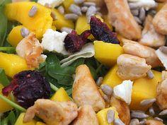 Kuchnia w wersji light: Sałatka z kurczakiem, mango i mozzarellą