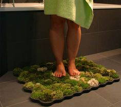 Moss Bathroom Mats : They don't need dirt, just water. Each piece of moss is in a different cell so if one needs to be replaced, it can be done easily. The humidity of the bathroom ensures that the moss thrives. Nachhaltiges Design, House Design, Interior Design, Design Ideas, Yanko Design, Interior Plants, Interior Decorating, Green Bathroom Rugs, Bathroom Mat