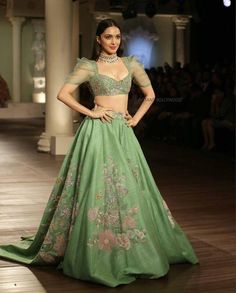 Yay 👍 or Nay 👎? Kiara Advani for India Couture Week ❤❤❤💋 . WhatsApp us for Purchase & Inquiry : Buy Best Designer Collection from Party Wear Indian Dresses, Designer Party Wear Dresses, Indian Gowns Dresses, Indian Bridal Outfits, Dress Indian Style, Indian Fashion Dresses, Indian Designer Outfits, Indian Reception Outfit, Designer Gowns