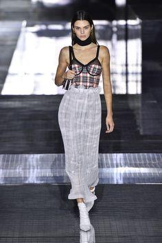 Fashion 2020, New York Fashion, Runway Fashion, Fashion Models, Fashion Show, London Fashion, Style Fashion, Dubai Fashion, Fashion Weeks
