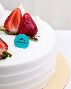 passiontreevelvet#Strawberry #Victoria: Our take on the classic Victorian Sponge 🍰 Fresh sliced strawberries and Chantily cream layered between delicate vanilla sponge. Dressed with a garden of strawberries amongst Chantily cream.  Visit us in-store or order online at www.passiontreevelvet.com | #passiontreevelvet