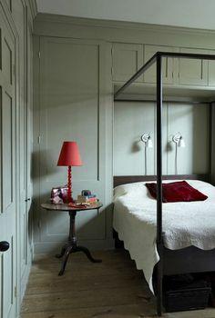 French grey in the bedroom by Farrow & Ball | More photos http://petitlien.fr/peinturechambre / #interior #bedroom