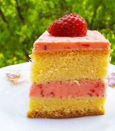 Prajitura cu crema de capsuni – Agendautila Vanilla Cake, Biscuit, Cheesecake, Desserts, Food, Candy, Tailgate Desserts, Deserts, Cheesecakes