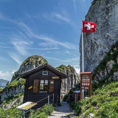 Jardin Alpin Fondé en 1896 Altitude 2000 m #inlovewithswitzerland  #photopedropetiz #garden #jardinalpin #alpine #swiss #switzerland #schweiz #vaud #rocherdenaye #outdoorslife #outdoor #amazingplace #amazingview #camping #adventure #adventurer #explore #exploring #fleurs #flowers #mountain #mountains #mountainscape #mountainslovers #green #blue #swissalps #exploretheworld #nature Swiss Alps, Landscape Pictures, Outdoor Life, The Good Place, Swiss Switzerland, Photos, Cabin, Explore, Adventurer