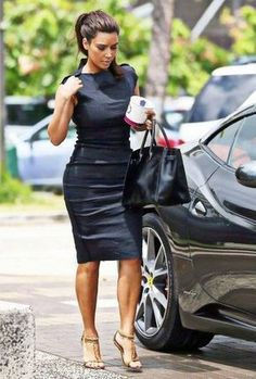 30 Most Stylish Kim Kardashian Outfits – Style Transformation The reality starlet is known for her trend-breaking and trend-setting fashion sense. We bring to you 30 out of hundred of her iconic looks. Looks Kim Kardashian, Estilo Kardashian, Kardashian Style, Kardashian Fashion, Kim Kardashian Pregnant, Mode Outfits, Fashion Outfits, Fashion Trends, Workwear Fashion