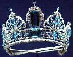 Close up  - Brazilian Aquamarine Tiara owned by Queen Elizabeth Repinned by Pinterest Pin Queen