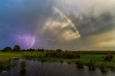 Amazing picture by Justin Battles shows 3 amazing sky phenomena in the sky over Arcadia, Florida on June Lightning, rainbow and crepuscular rays Ride The Lightning, Thunder And Lightning, Lightning Pics, Arcadia Florida, Sky Watch, Wild Weather, Great Pic, Storm Clouds, Nature Photos
