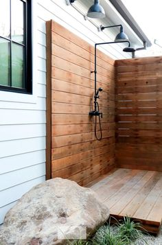 Beautiful DIY Outdoor Shower Ideas For The Best Summer Time DIY Projects The purpose of outside showers is to provide a place for your guests to step out of the water and be dry. They are a great way to build excitement at . Outdoor Bathrooms, Outdoor Baths, Outdoor Kitchens, Indoor Outdoor, Outside Showers, Outdoor Showers, Malibu Homes, Outdoor Living, Outdoor Decor