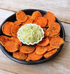 Hei og god tirsdag! Søtpotetsnack med guacamole passer perfekt som sunn kveldssnack om man er fysen på noke litt salt og godt. Etter masse søtsaker i jula kan det kanskje vere godt med litt andre smaker? Søtpotetskivene blir møre og litt sprø i kantane. Guacamole som dip gjer heile snacktallerken sunn, næringsrik og mettande. Godt …