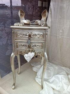Newest trend in reloved recycled furnit… Metallic Sassy Silver painted furniture. Newest trend in reloved. Funky Furniture, Refurbished Furniture, Paint Furniture, Repurposed Furniture, Shabby Chic Furniture, Furniture Projects, Furniture Makeover, Vintage Furniture, Furniture Design