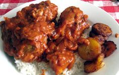 I freaking love this African dish: Chicken Mwambe with rice and baked banana yummm <3