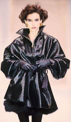 Fondazione Gianfranco Ferré / Collections / Woman / Prêt-à-Porter / 1992 / Fall / Winter