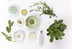 Choosing a select few organic skin care products for a minimalist skincare routine can deliver beautiful results, without the fuss. Here are 4 essential organic products for your minimalist skincare routine. Organic Skin Care, Natural Skin Care, Natural Beauty, Organic Beauty, Shampoo Natural, Diy Deodorant, In Cosmetics, Homemade Cosmetics, Cosmetics Market