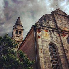TAKE ME TO CHURCH. TAKEN AT A LITTLE TOWN AT ISTRIA. Verlassener Ort in Kroatien, Istrien.