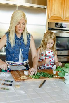 Tori Spelling cooking with Stella {and Blue Apron}