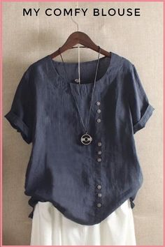 Most trendy blouse of fall! Mode Monochrome, Linen Tshirts, Summer Blouses, Mode Outfits, Pretty Outfits, T Shirts For Women, My Style, Sleeves, How To Wear