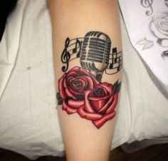 Oldschool microphone and roses color tattoo by Sammy - Tattoo Catalog Girly Tattoos, Music Tattoos, Trendy Tattoos, Body Art Tattoos, Sleeve Tattoos, Tattoos Of Roses, Dream Tattoos, Piercings, Piercing Tattoo