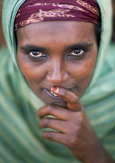 KenyaBorana speak an Oromo language spoken by three major peoples. Their way of life is organized around the family's animals.