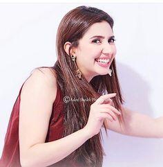 Mahira Mahira Khan, Beauty Hacks, Hoop Earrings, Diy Crafts, Pakistan, Lounge, Celebrity, Jewelry, Fashion