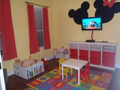 Minnie mouse bedroom decor - Themed bedroom and which chose to start with a character quite loved by girls and young women; is Minnie Mouse charismatic Minnie Y Mickey Mouse, Theme Mickey, Mickey Mouse Nursery, Disney Themed Rooms, Disney Rooms, Disney Playroom, Disney Nursery, Boy And Girl Shared Bedroom, Kids Bedroom