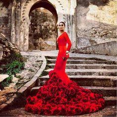 Vestido Moda Flamenca. Color rojo Valentino.