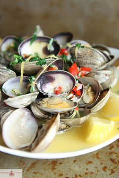 Wine and Butter Steamed Clams. Made this for dinner and it was freakin amazing!!!! We didn't have the pepper though but used paprika and it came out amazing :) Pinterest win