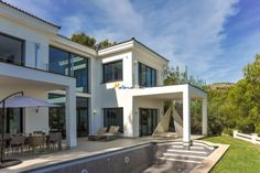Luxusurlaub auf Mallorca Eine traumhafte schöne und neugebaute #VillaMallorca oberhalb von Portals Nous in Costa den Blanes.