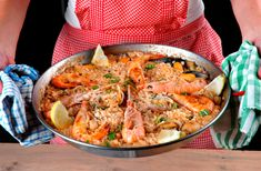 ***Paella Recipe - Spanish Home Cooking Authentic Spanish food Easy Spanish Paella Recipe, Spanish Recipes, Raw Food Recipes, Italian Recipes, Seafood Recipes, Tapas, Stove Top Recipes, Island Food, Spanish Food